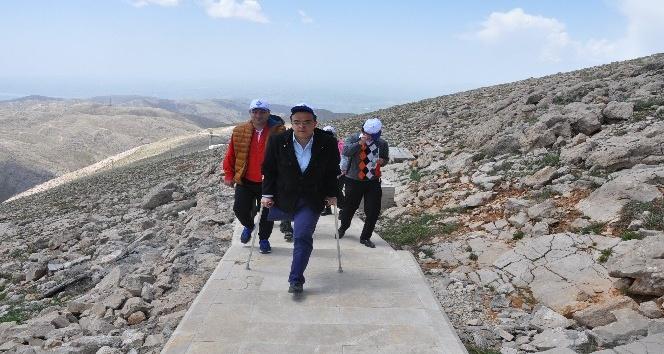 Nemrut Dağına zorlu tırmanış