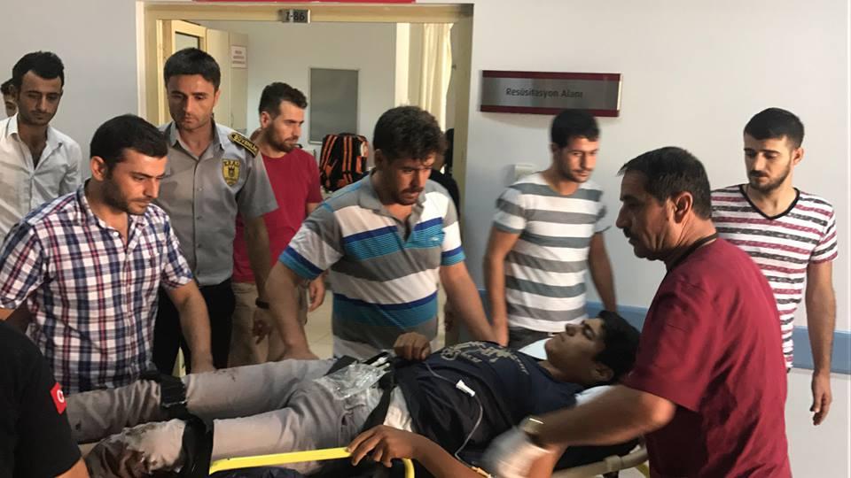 Kahta'da Ayağı Kopma Aşamasına Gelen Genç  Ambulans Uçakla Sevk Edildi