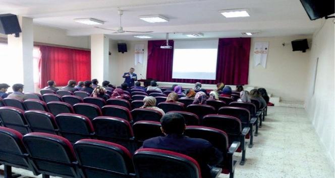 Kahta'da teknoloji kullanım semineri verildi
