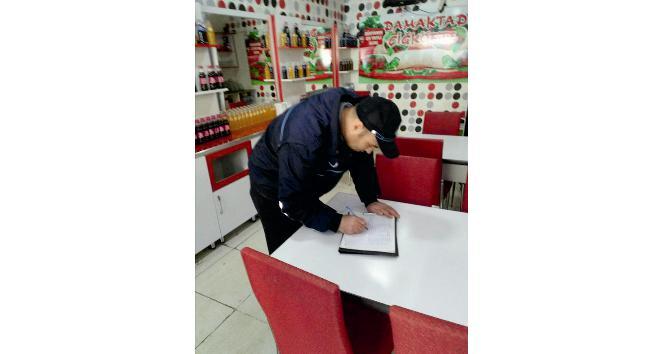 Zabıta ekipleri çiğ köfte satıcılarını denetledi