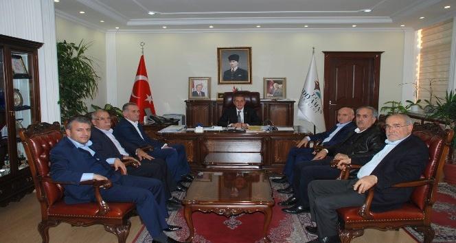 Vakfı üyeleri Vali Kalkancı'yla bir araya geldi