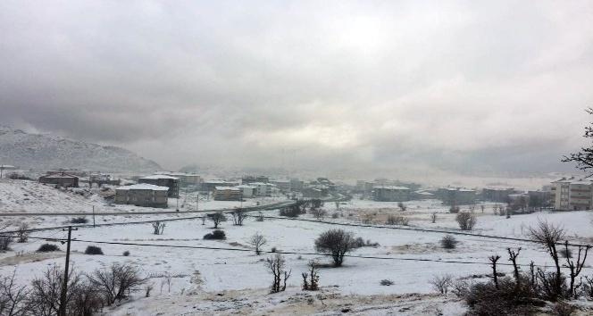 Sincik ve Çelikhan'a yılın ilk karı yağdı