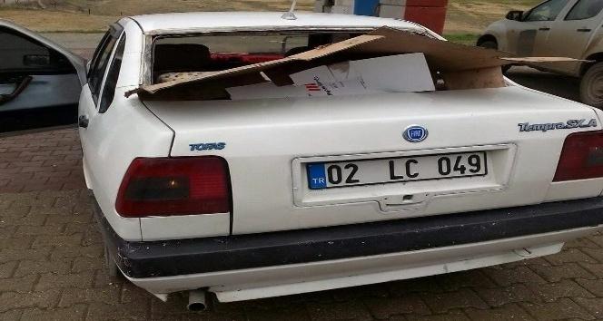 Kahta'da Otomobilin arka camını çaldılar
