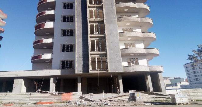 Kahta'da İnşaat işçileri 8'inci kattan yere çakıldı: 1 ölü, 1 ağır yaralı