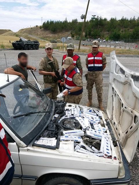 Otomobilden 5 bin 660 paket kaçak sigara çıktı