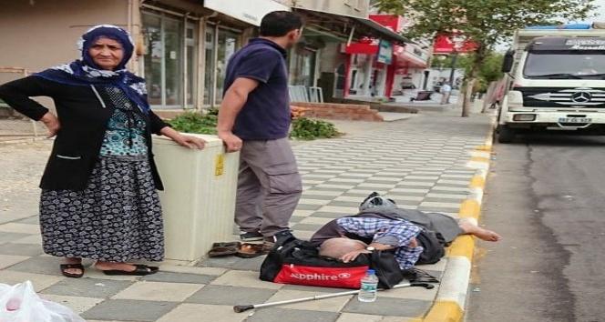 Kalp krizi geçiren yolcusunu kaldırımda ölüme terk ettiği iddiası