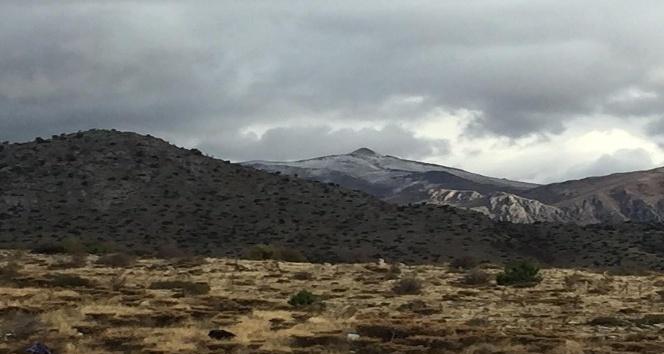 Nemrut Dağına yılın ilk karı düştü