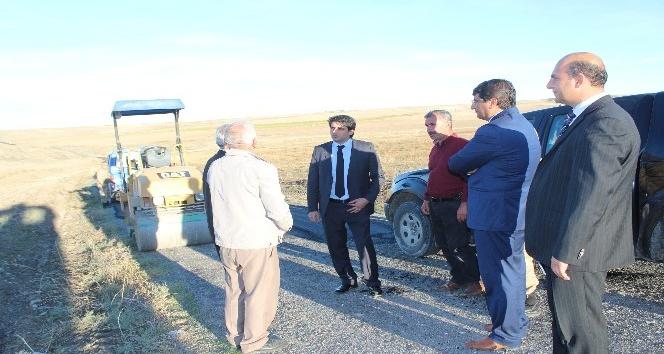 Samsat ilçesindeki bütün köy yolları yama yapılarak onarımdan geçiriliyor