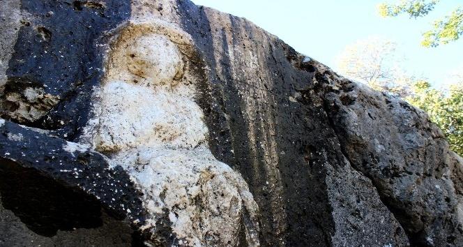 Gerger'de kadın kabartmalı mezar