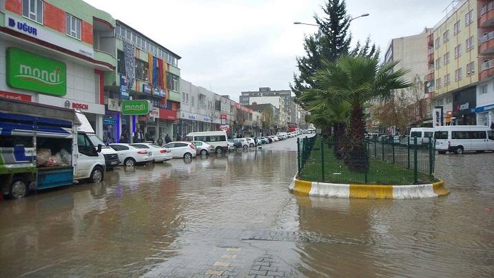 Kahta'da Şiddetli Yağış Sele Neden oldu