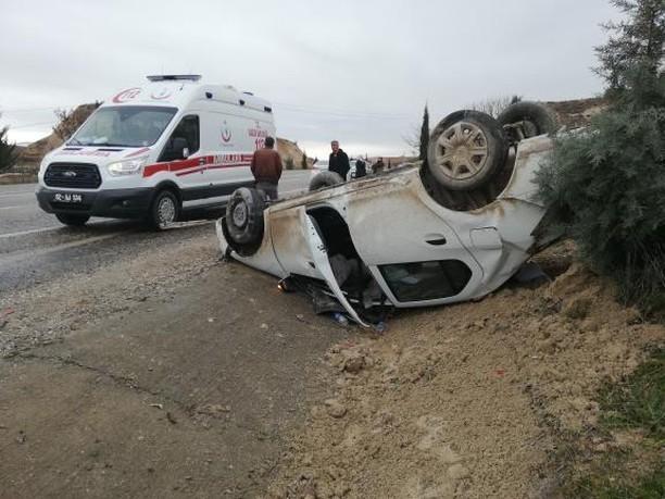 Kahta'dan Adıyaman'a Giden Araç Kaza Yaptı:2 Yaral