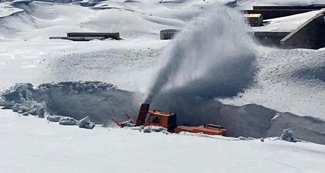 Nemrut Dağında 10 Metreye Ulaşan Kar Kalınlığının