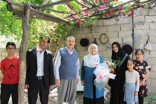 Kahta Rehnuma Derneği Tarafından Yıllın Annesi Seçildi