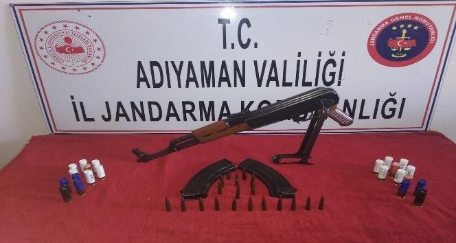 Kahta'da Bir İkamete Kalaşnikof Silah Ele Geçirildi