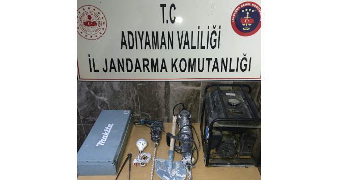 Kahta'da 7 Defineci Suçüstü Yakalandı
