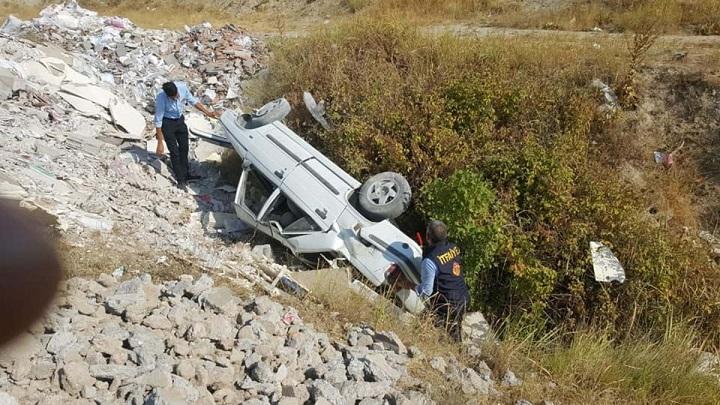 Kahta'da Otomobil Şarampole Devrildi: 2 yaralı