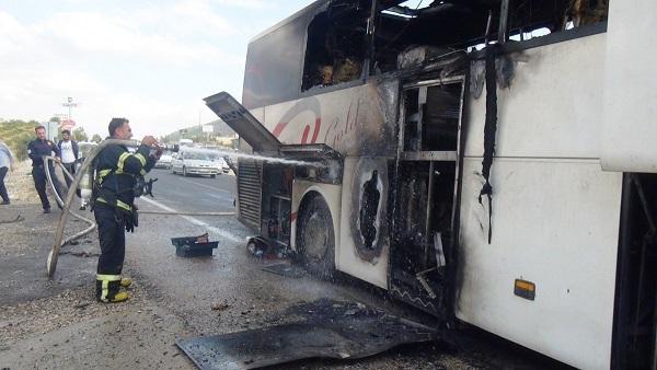 Kahta-Adıyaman Yolunda Yolcu Otobüsü, Alev Alev Yandı