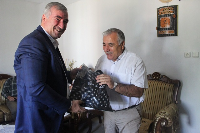 Başkan TURANLI, Emektar Öğretmeni Ziyaret Etti