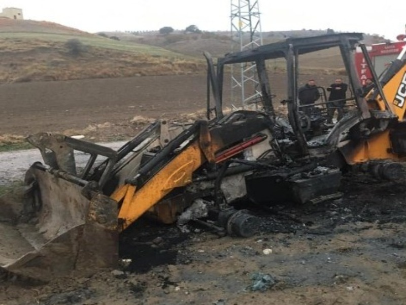 Kahta'da Park halindeki iş makinesi yandı