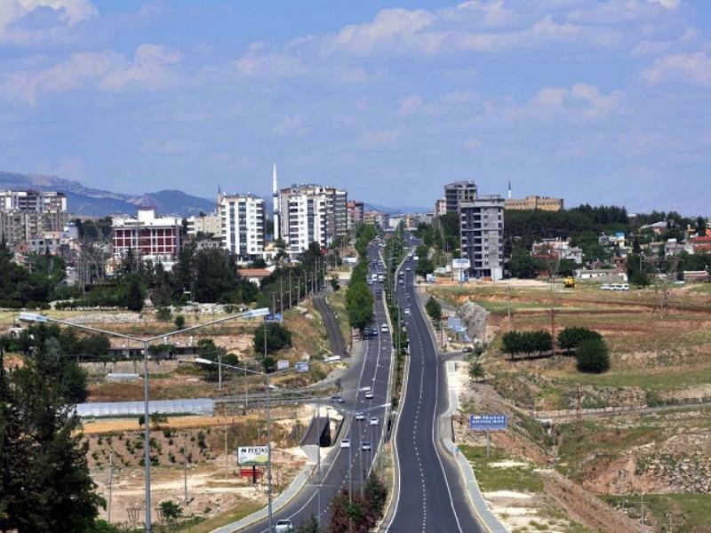 Adıyaman'a Giriş ve Çıkışlar ve Bazı Caddelerde  Yaya Ve Araç Trafiğine Kapatıldı
