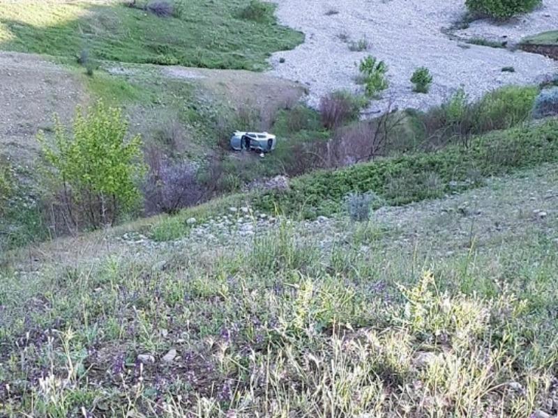 Kahta'da Otomobil Uçuruma Yuvarlandı: 4 Yaralı