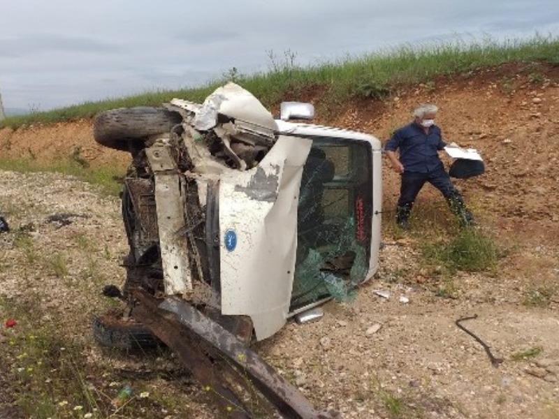 Kahta'da Hafif ticari araç takla attı: 4 Yaralı