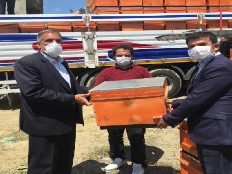 Sincik'te 3 bin adet arı kovanı ücretsiz dağıtıldı
