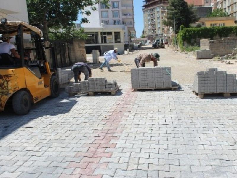 Kahta'da kilitli parke taşı döşeme çalışmaları sürüyor