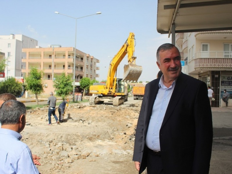 """Başkan TURANLI,"""" Alt yapı çalışmalarını yaparak Beton asfalt yapıyoruz"""""""