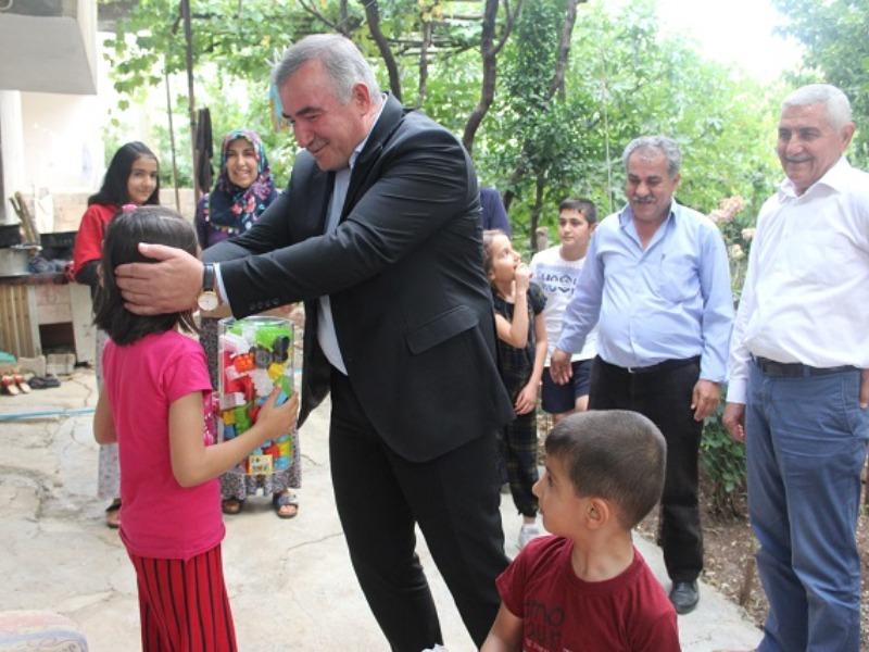 Başkan Turanlı, Çat Kapı Ev Ziyaretleri Yapıyor