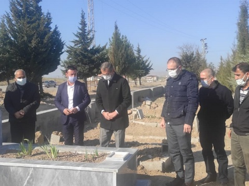 Merhum Gazeteci Bozkurt'un Meslektaşları Kabri Başında Buluşarak Dualar Ettiler