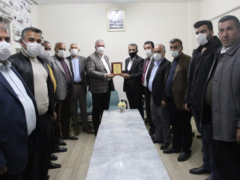 Muhtarlar Derneği'nden Başkan Turanlı'ya 'şükran plaketi'